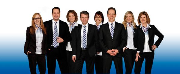 Gerhard Blank (Mitte) und das Team von VR-Immo Service